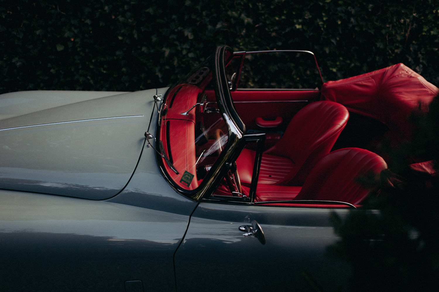 Oldtimer car with red interior at wedding