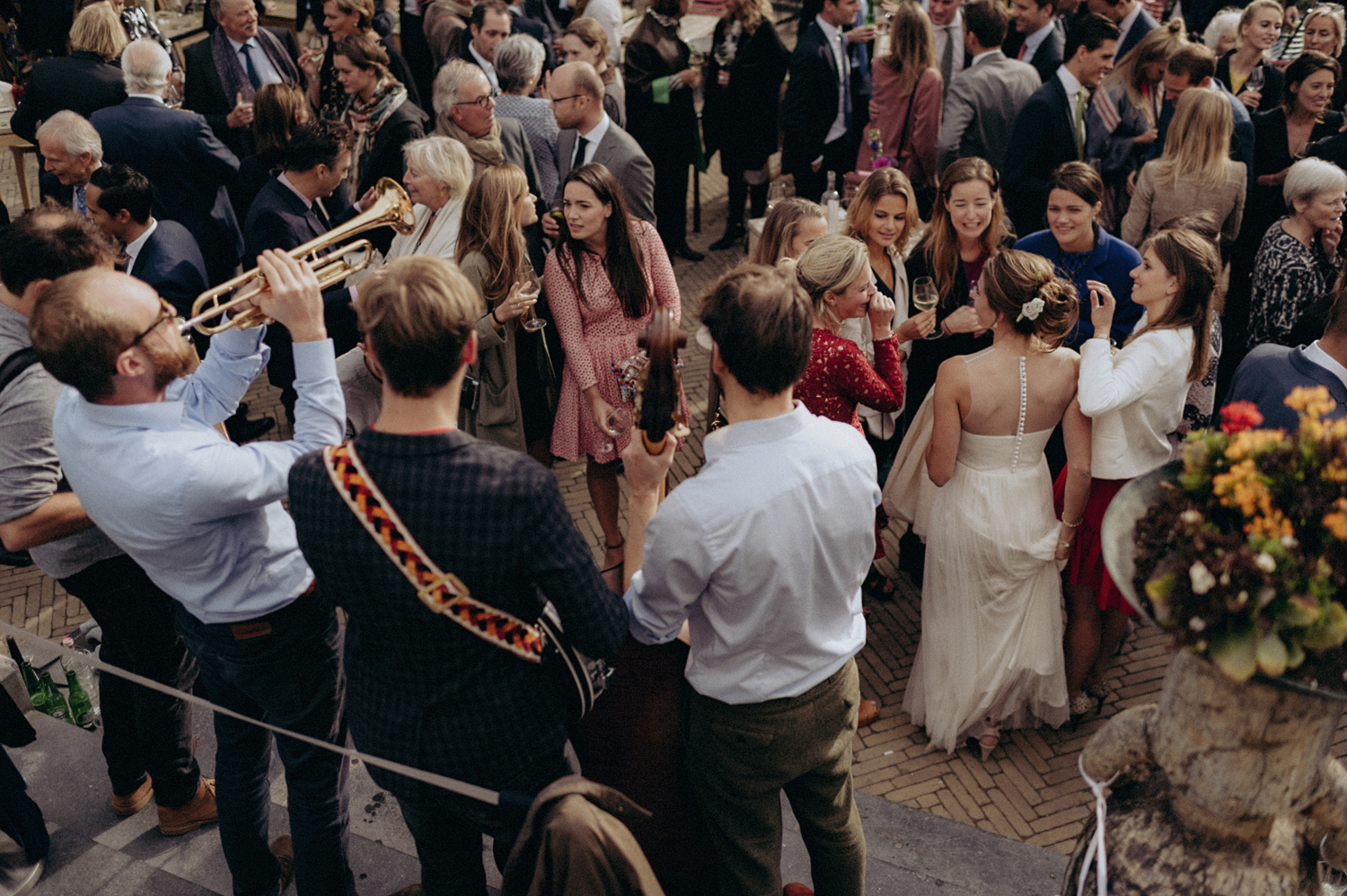 Band playing wedding music at terrace of VondelCS