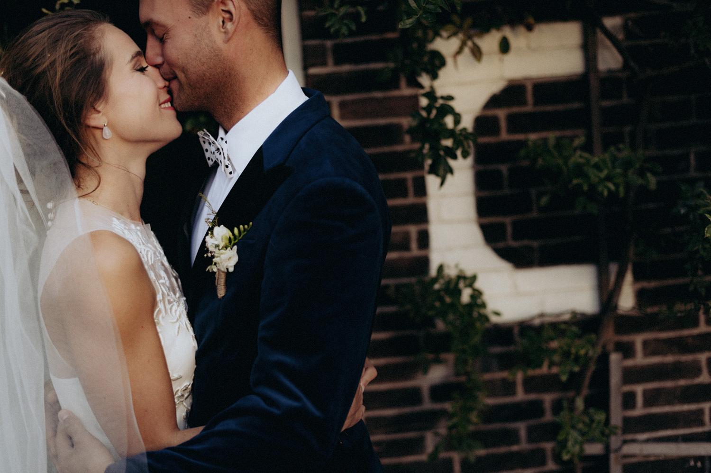 Bride and groom kissing at Rijk van de Keizer