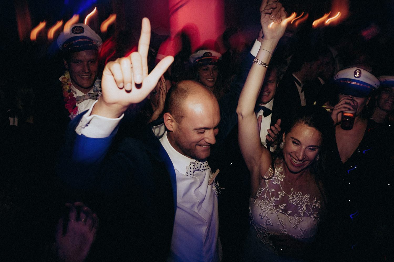 Bride and groom hands in the air party at Rijk van de Keizer