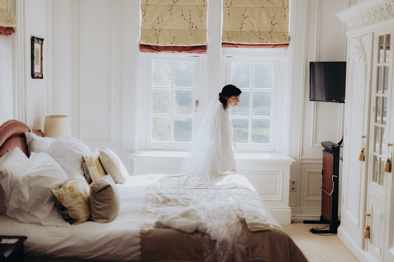 Bride in room at Duin and Kruidberg Santpoort