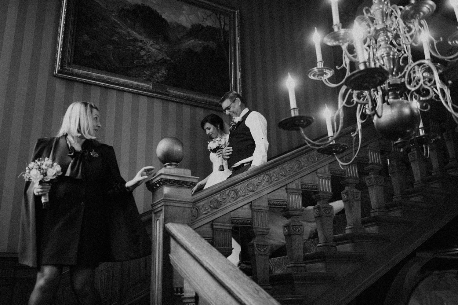 Father of the bride walking her down the stairs at Duin and Kruidberg Santpoort