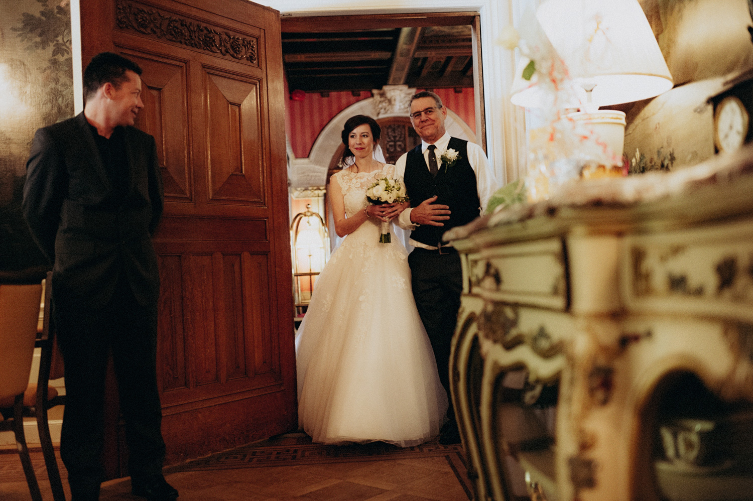 Entering the ceremony with her dad at Duin and Kruidberg Santpoort