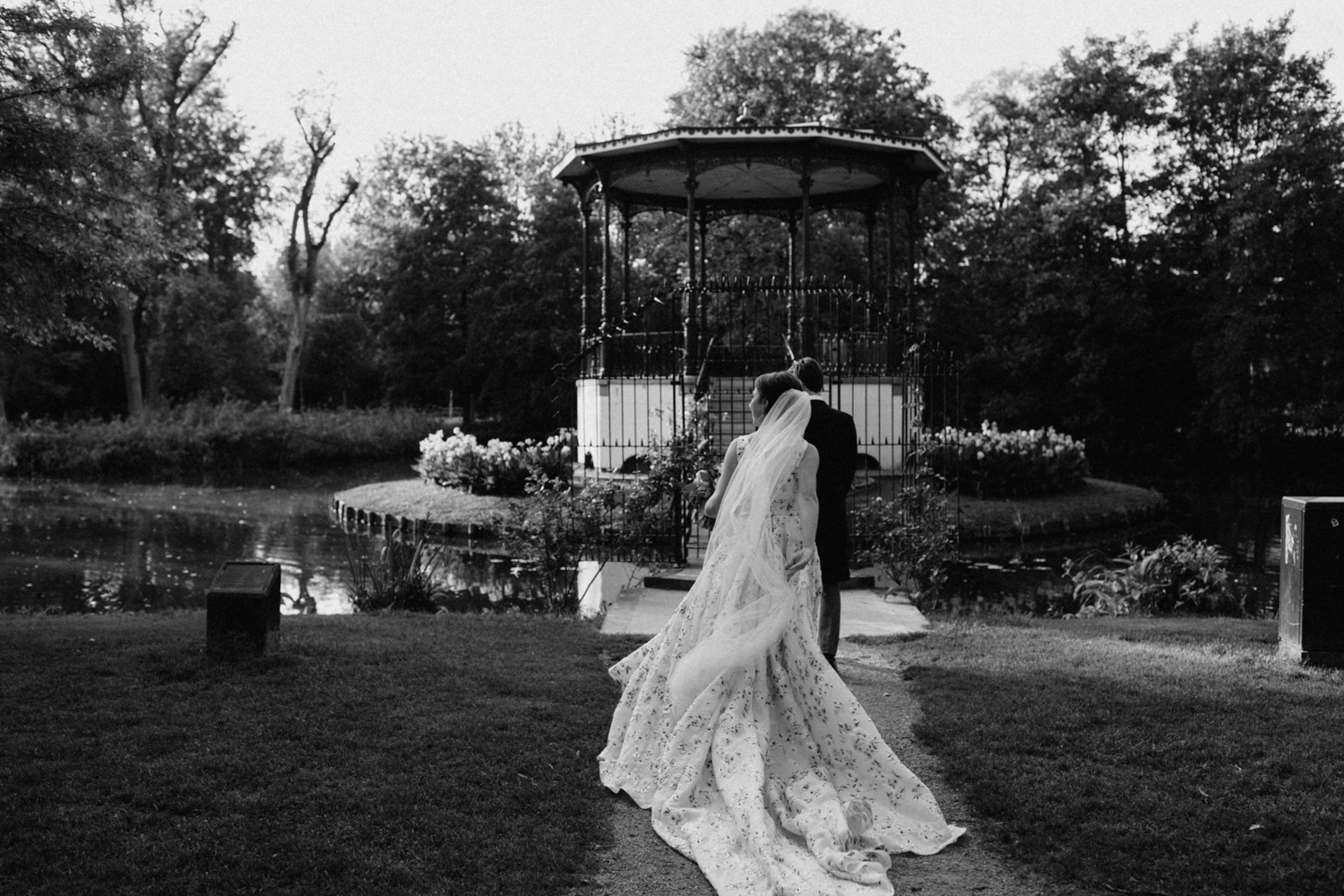 Bride and groom walking in Vondelpark Amsterdam