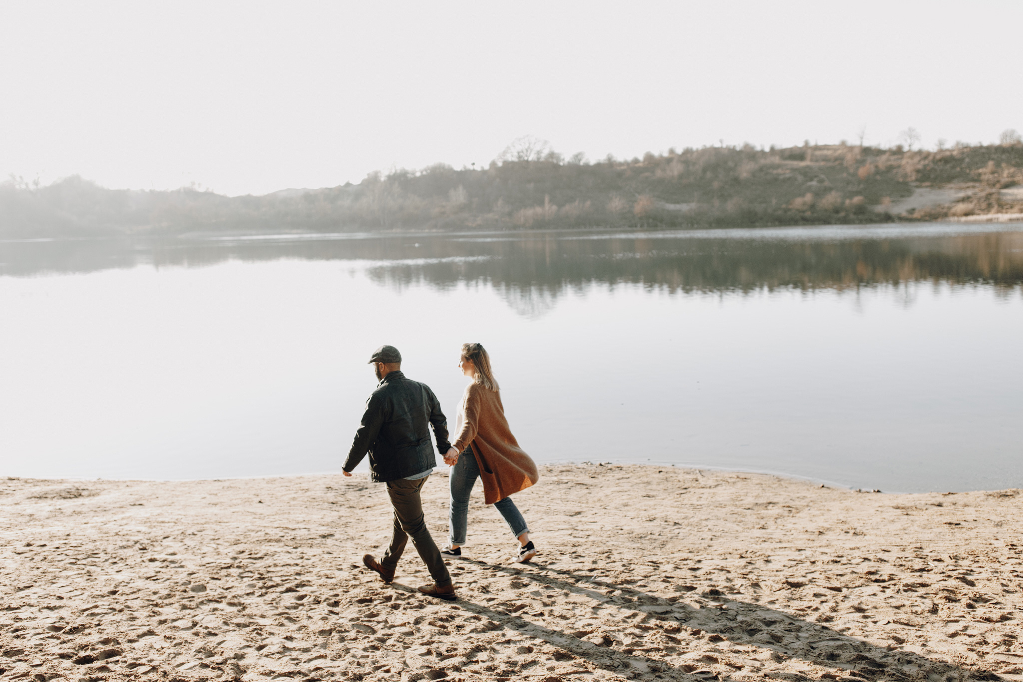 Couple walking at Oosterplas, Kennemerduinen