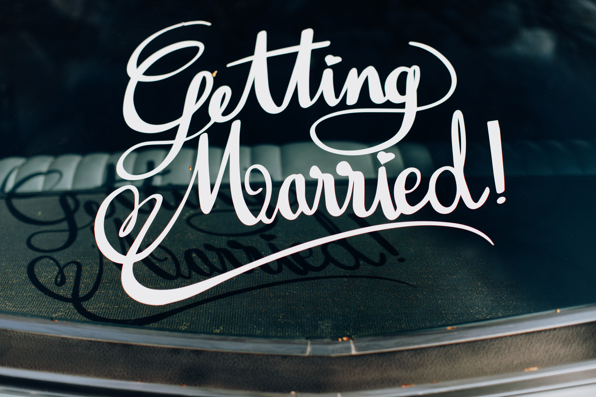 Getting Married sign op achterkant Ford Ltd uit 1969