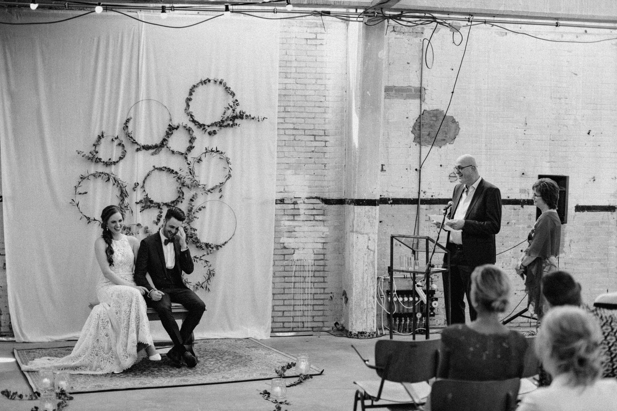 Speeches tijdens bruiloft ceremonie in CHV Noordkade