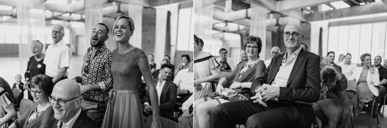 Gasten tijdens bruiloft ceremonie in CHV Noordkade