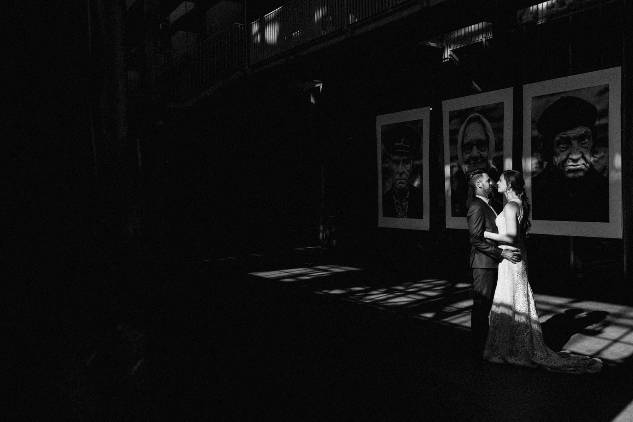 Creatieve fotoshoot met bruidspaar in CHV Noordkade