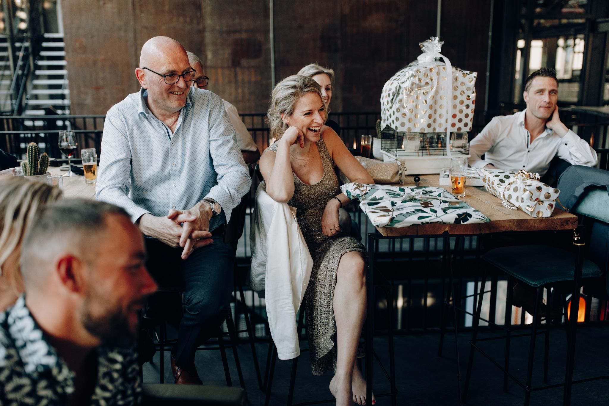 Gasten tijdens dinner in Proeffabriek in CHV Noordkade