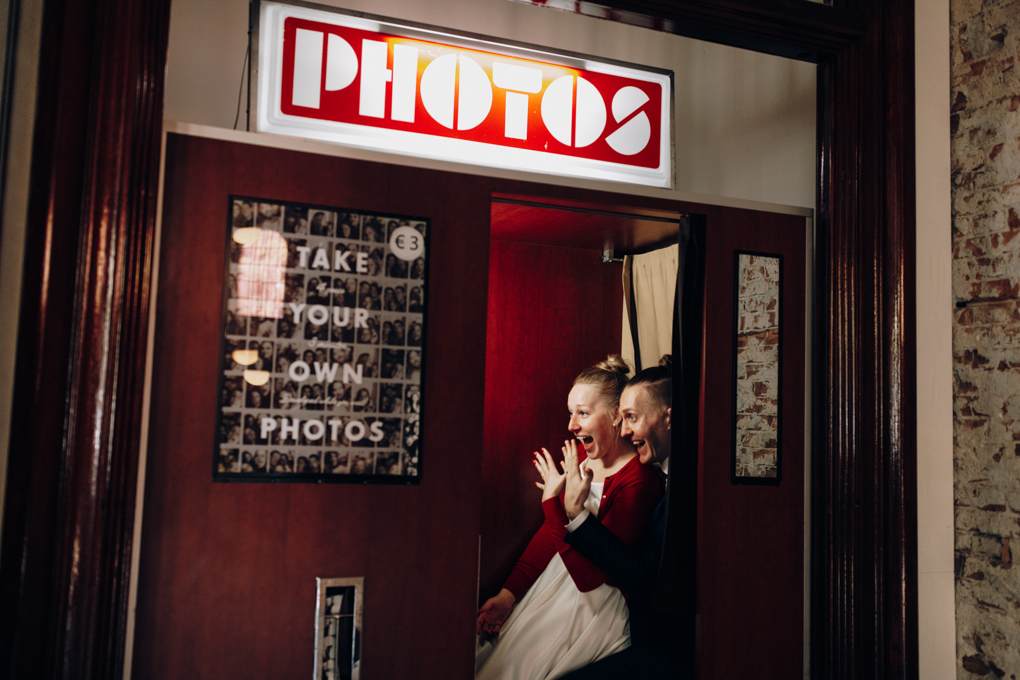 Elopement couple in photo booth at Hotel Hoxton Amsterdam