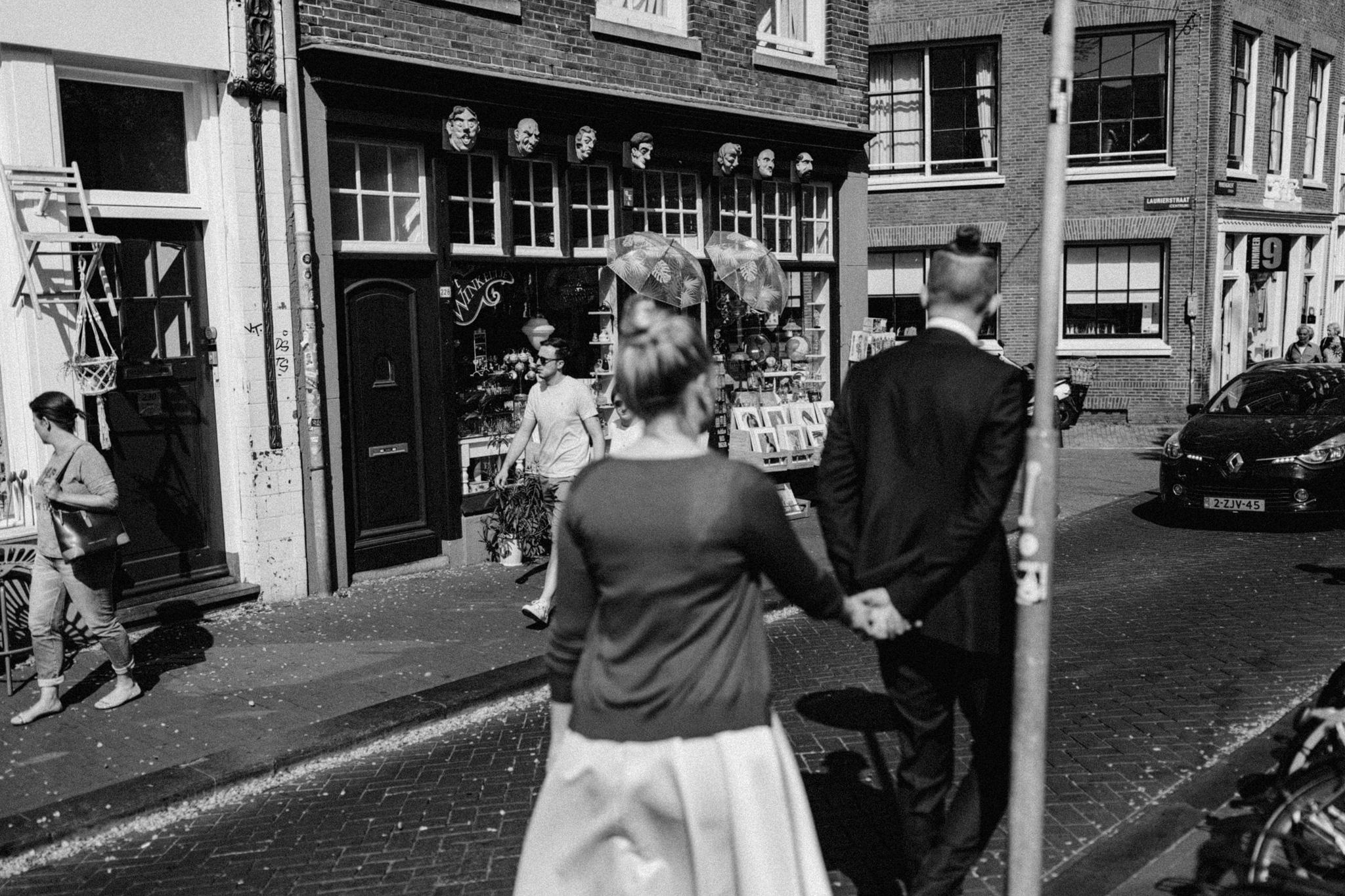 Elopement couple walking through Amsterdam