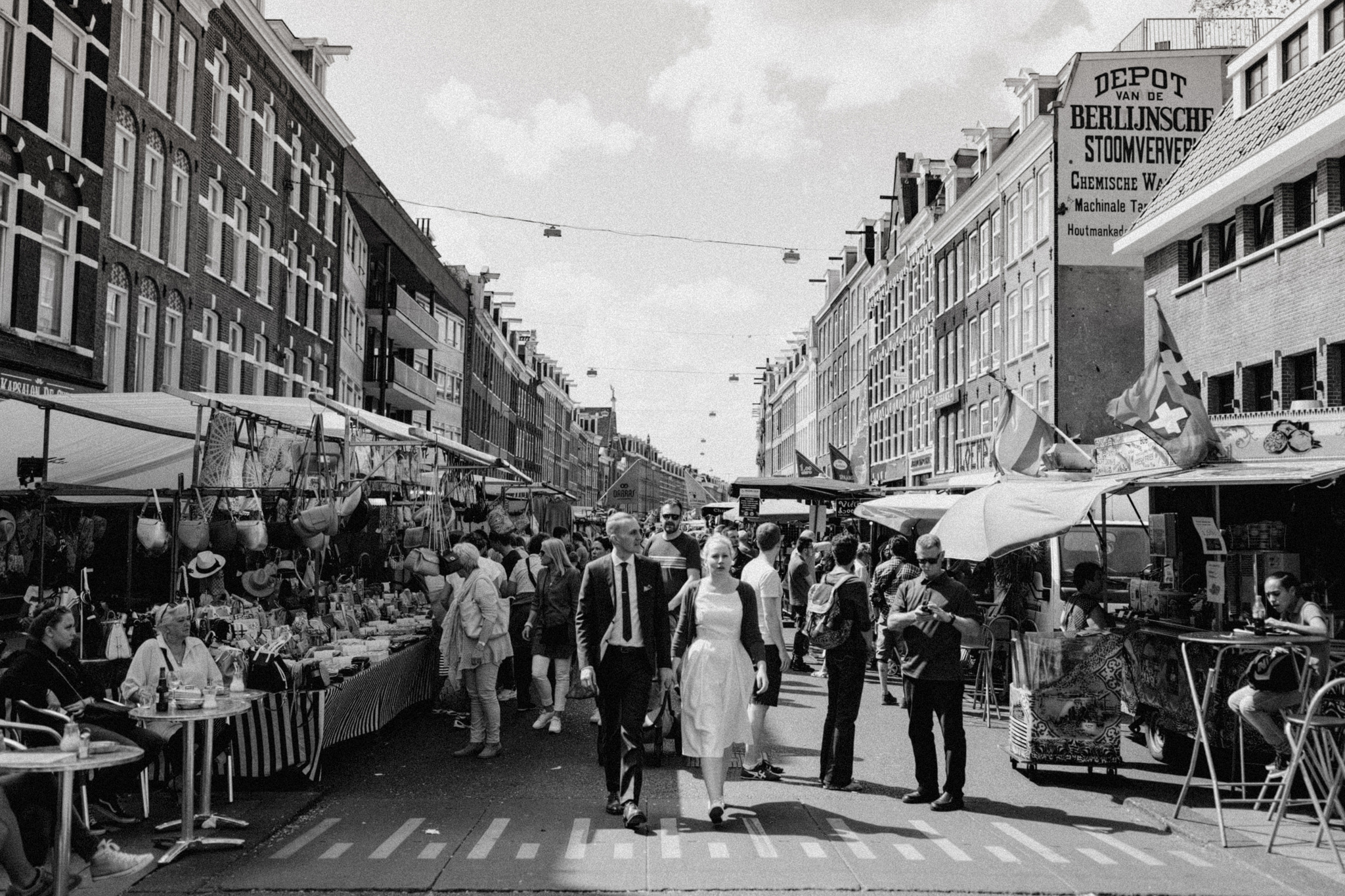 Elopement couple walking hand in hand at Albert Cuyp Market in Amsterdam
