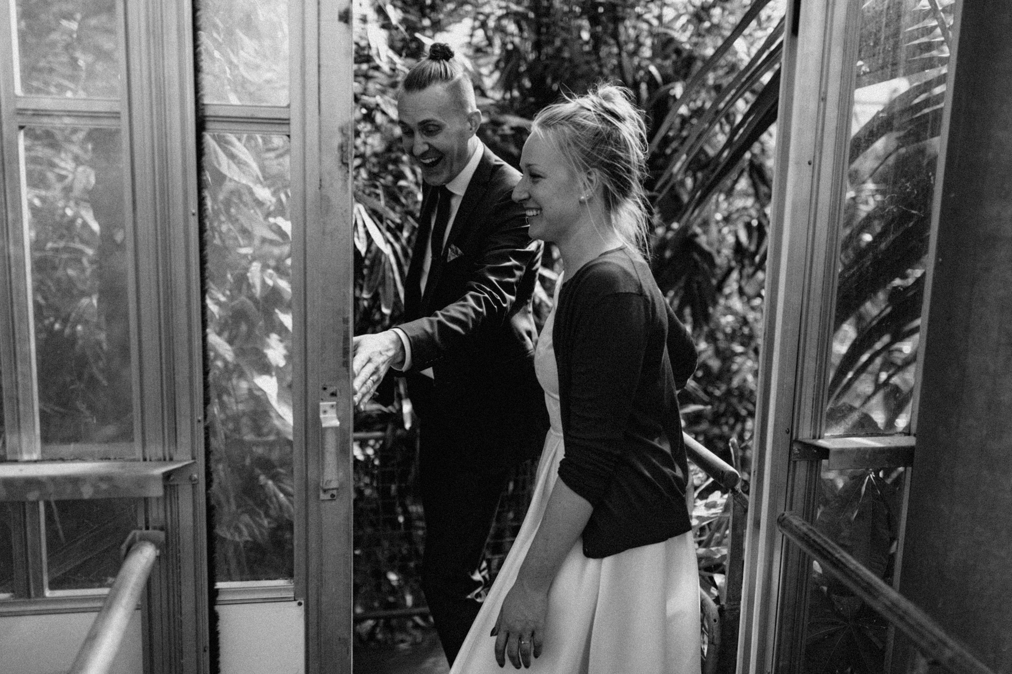 Elopement couple smiling and laughing while walking through Hortus Botanicus Amsterdam