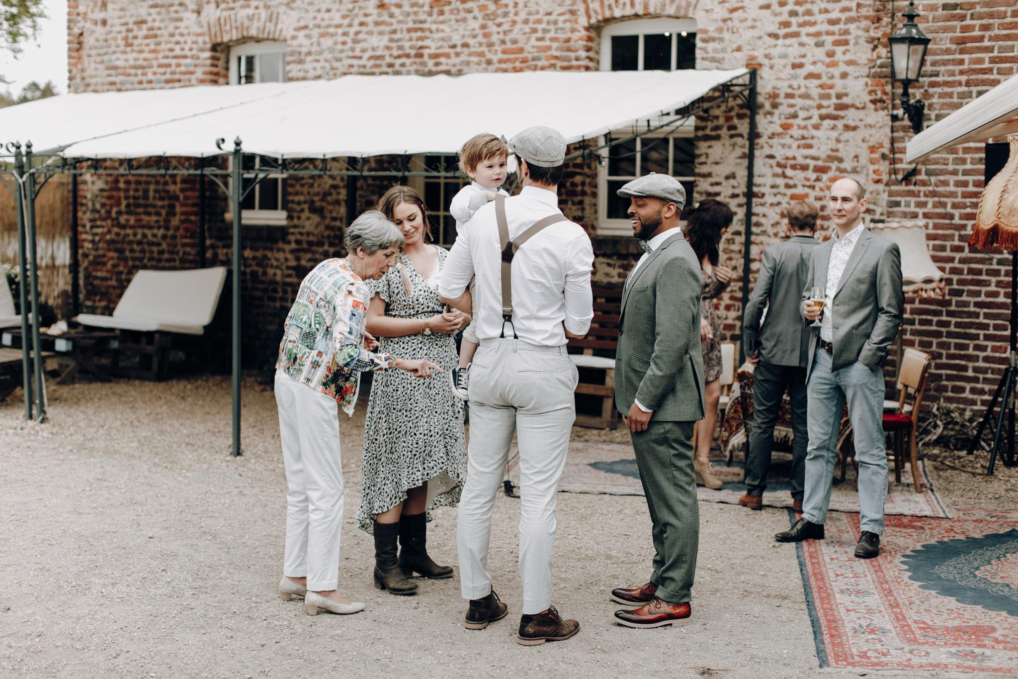 Bruiloft gasten bij huwelijk Kloster Graefenthal
