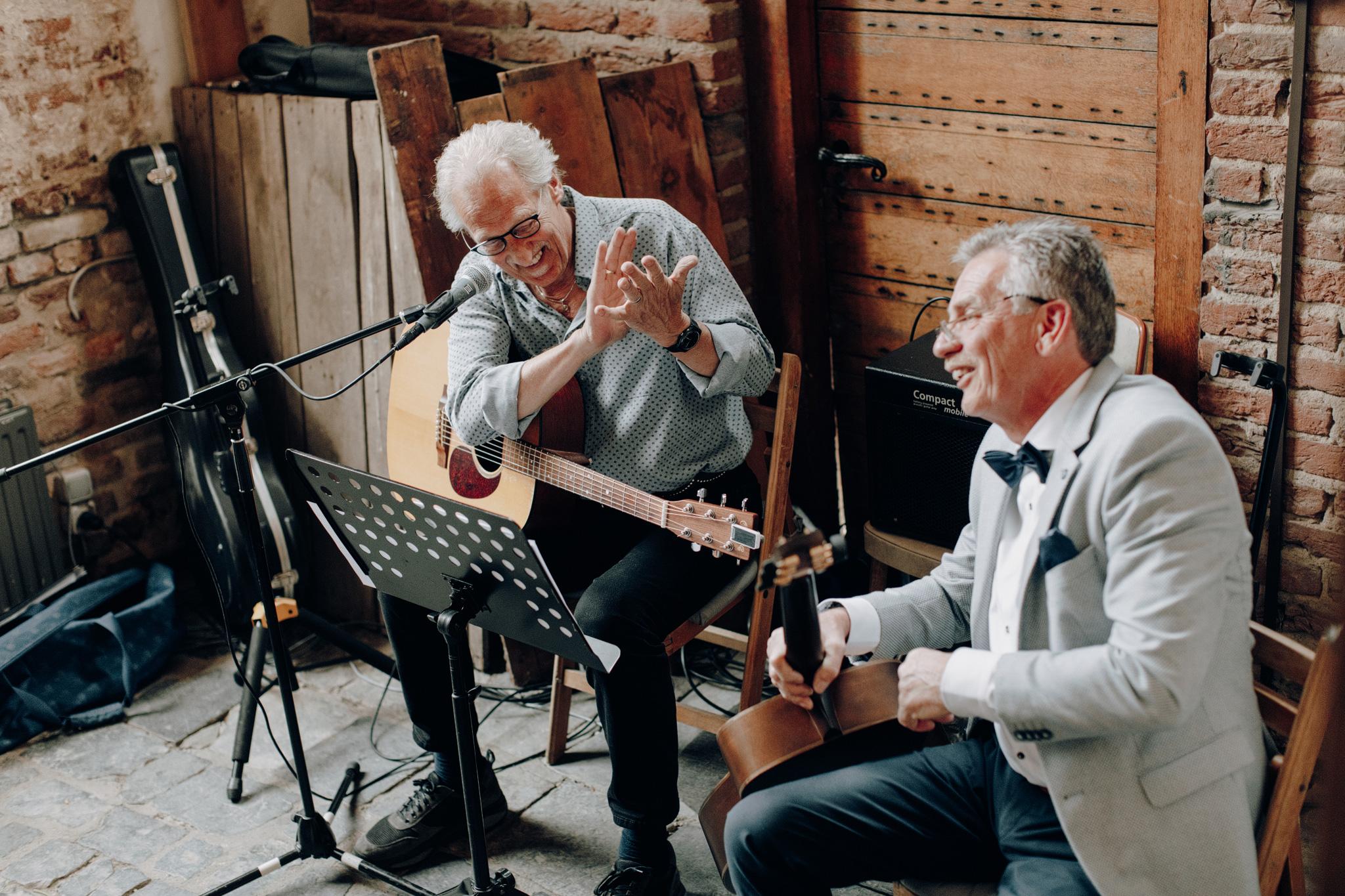 Gitaarmuziek tijdens trouweceremonie Kloster Graefenthal