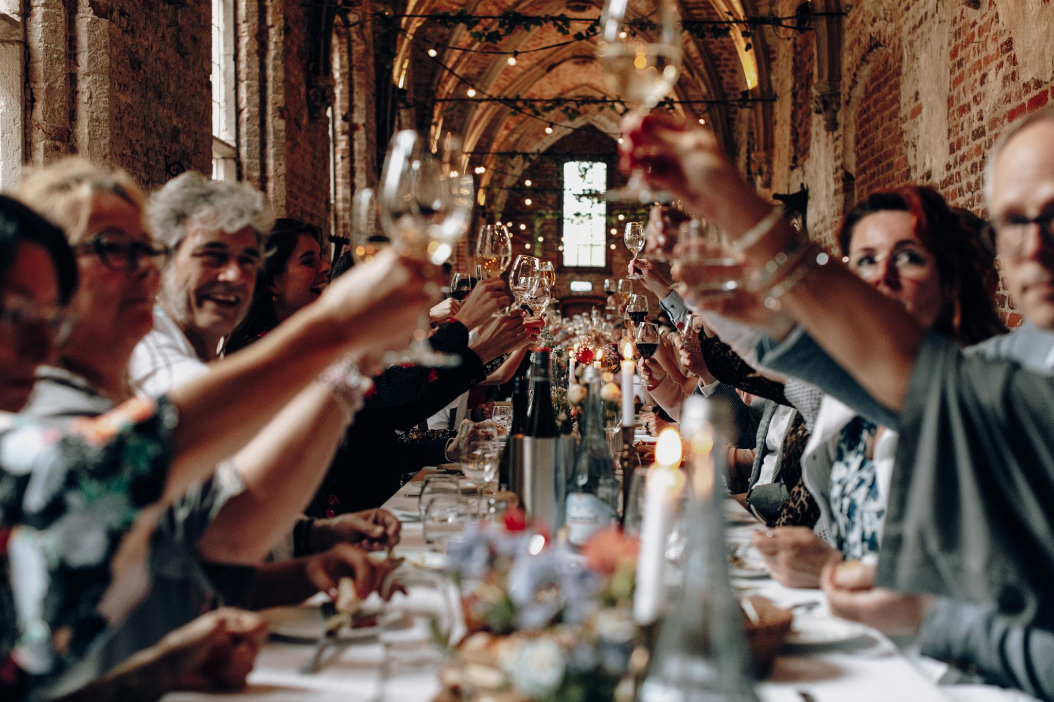 Proosten in de kloostergang bij dinner bij Kloster Graefenthal