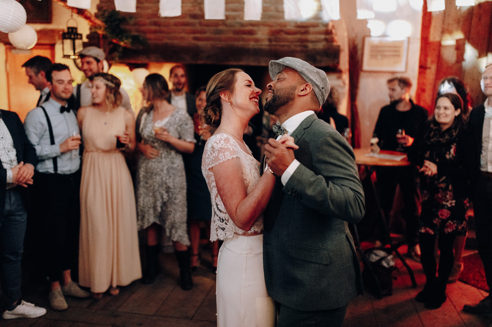 Bruid en bruidegom first dance bij Kloster Graefenthal