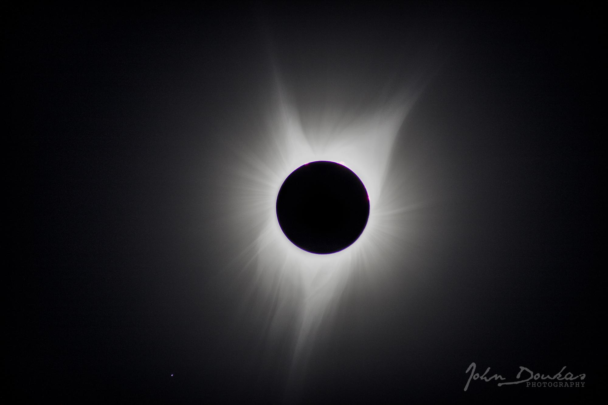 SolarEclipse_2017_bigCorona.jpg