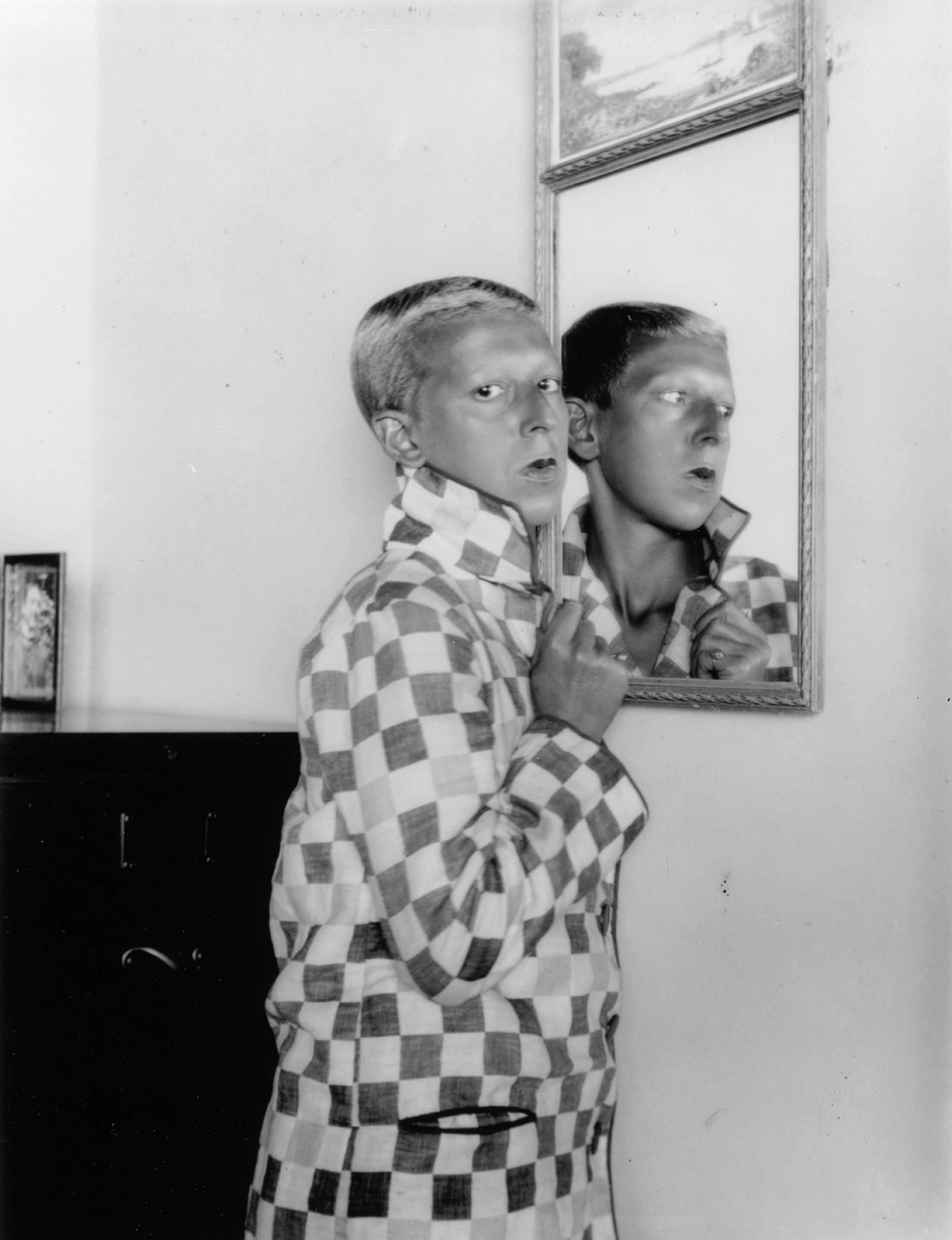 Claude Cahun,  Autoportrait  [1928]