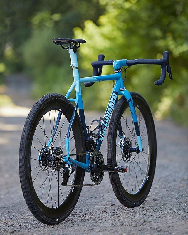 Sorry for the @speedvagen double-up, but we're suckers for blue. And gravel. And steel. And carbon. Etc, etc. #speedvagen #gravel #dirt #pdx #portland @envecomposites @sramroad #custom #musa #cx #cxiscoming #crossiscoming #getlost #roadslikethese #strava #stravaproveit