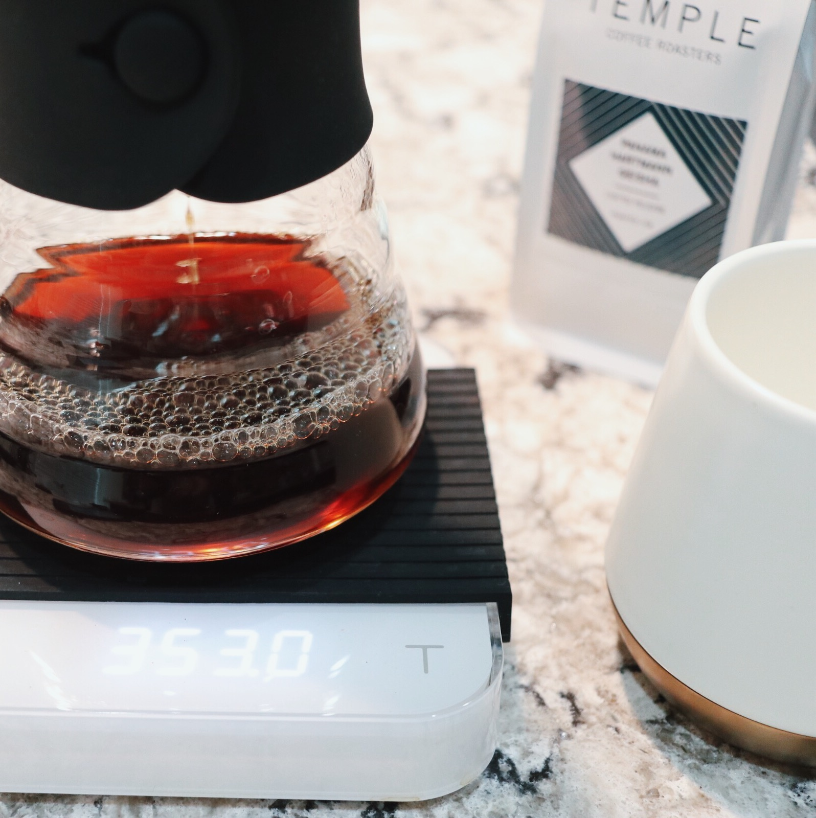 Acaia Pearl Scale pictured with Hario V60 decanter