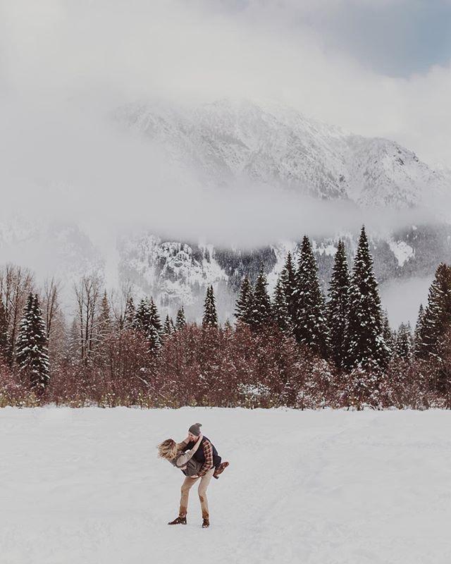 Get you a dude who can swing you around in the snow with giant mountains in the background 👌🏼 Tags . . . . . . #destinationweddingphotographer #theknot #greenweddingshoes #loveintentionally #junebugweddings #elopement #elopementphotographer #featurepallete #lookslikefilm #intimatewedding #adventurouswedding  #elopementcollective #bohowedding #wildbride #thebelovedstories #radlovestories #bohobride #hippiebride #destinationwedding #indiebride #dirtybootsandmessyhair #pnwwedding