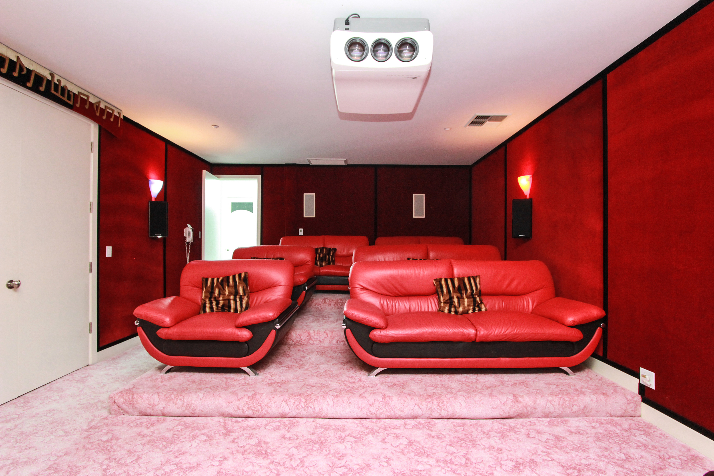 HomeTheater_2.jpg