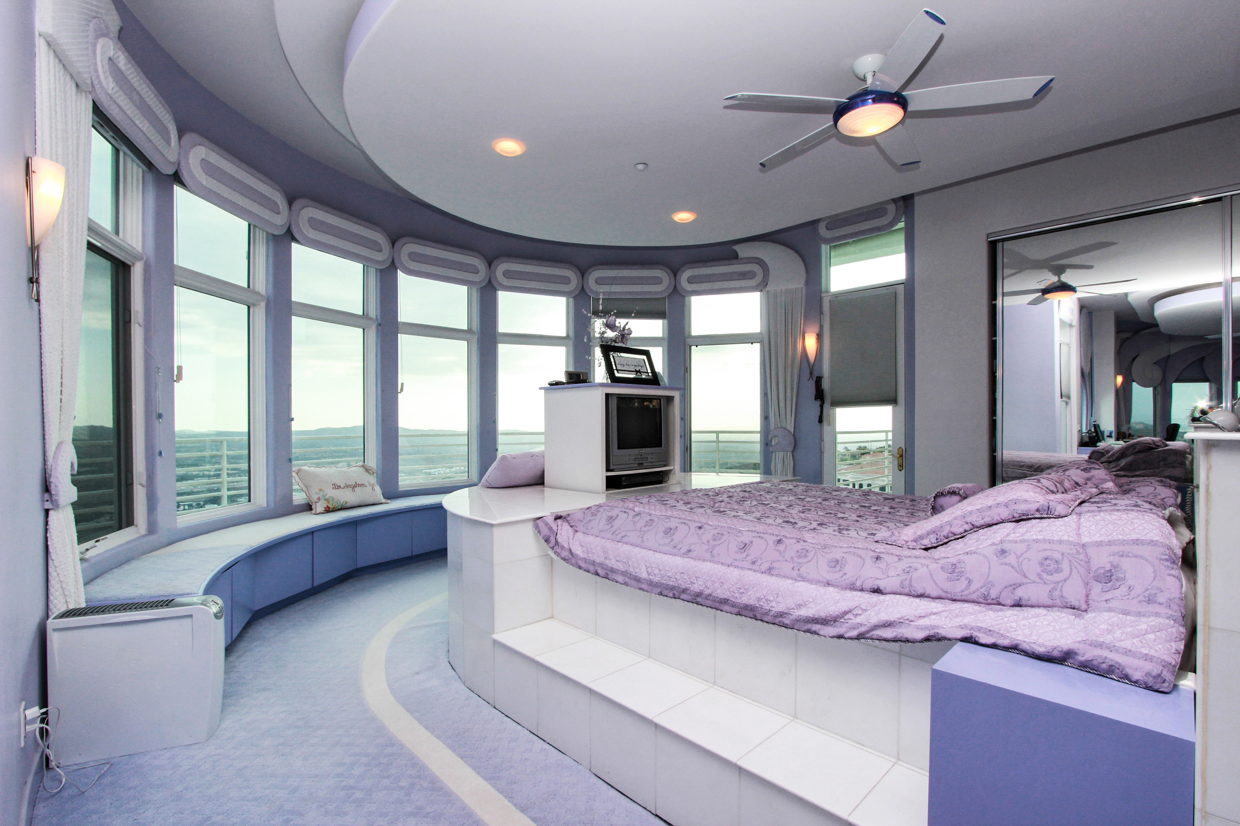 6MasterBedroom_3.jpg