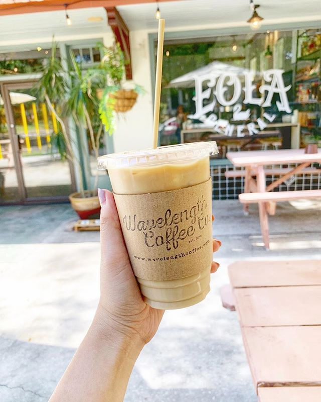 This Coconut Cold Brew is a great pick-me-up! It's also served with a wheat pasta straw. @wavelengthcoffee @eolageneral #coffee #lakeeola #sundayfunday