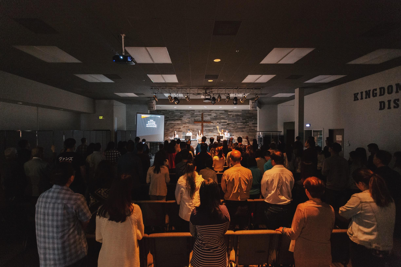 Congregation worshiping before God