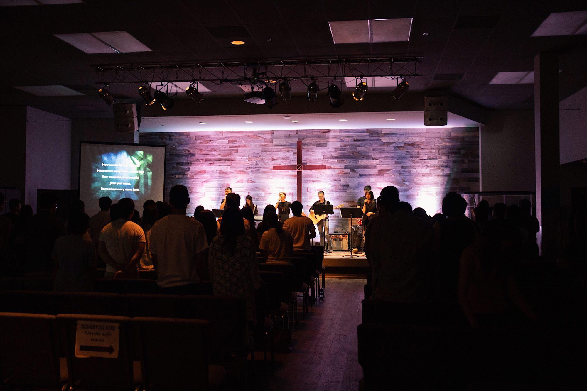 Congregation worshiping God