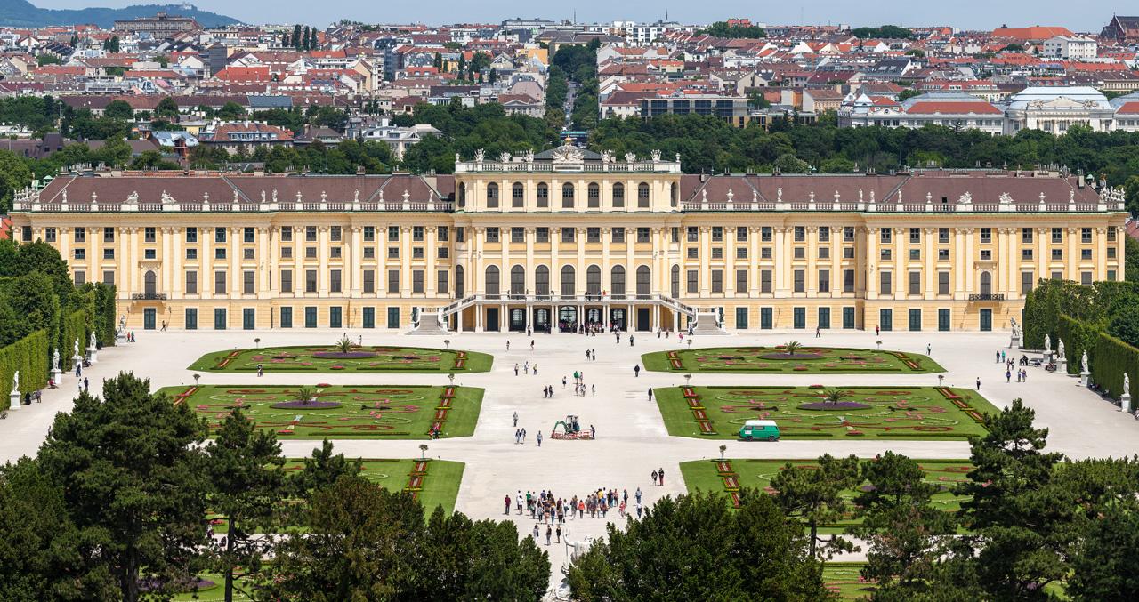 Schloss_Schoenbrunn.jpg