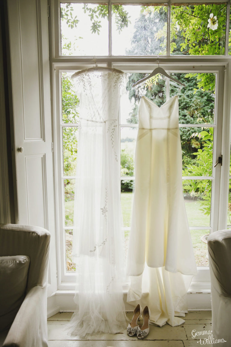 Lyde-Court-Wedding-GemmaWilliamsPhotography005-2-1333x2000(pp_w768_h1152).jpg