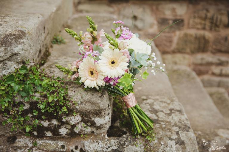 Lyde-Arundel-Wedding-GemmaWilliamsPhotography007(pp_w768_h511).jpg