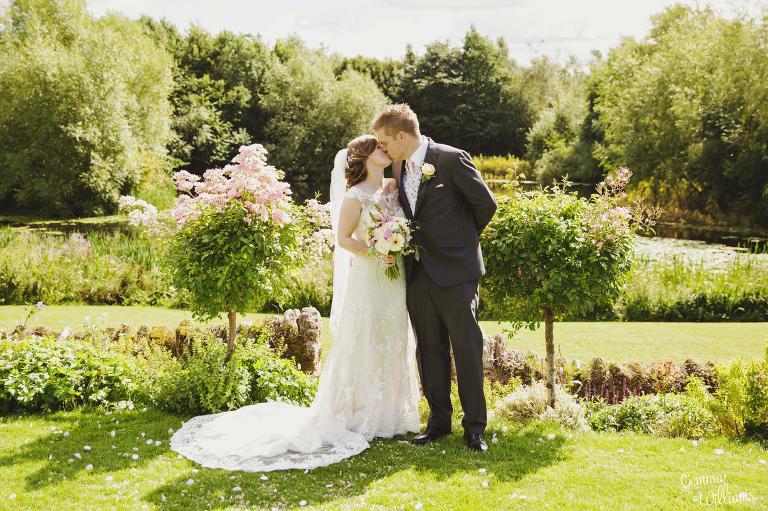Lyde-Arundel-Wedding-GemmaWilliamsPhotography047-1(pp_w768_h511).jpg