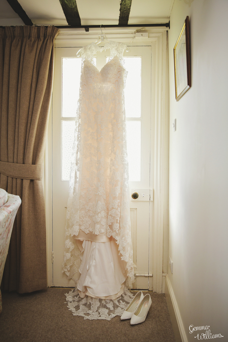 Broadfield-Court-Herefordshire-Wedding-by-Gemma-Williams-Photography_0004(pp_w768_h1151).jpg