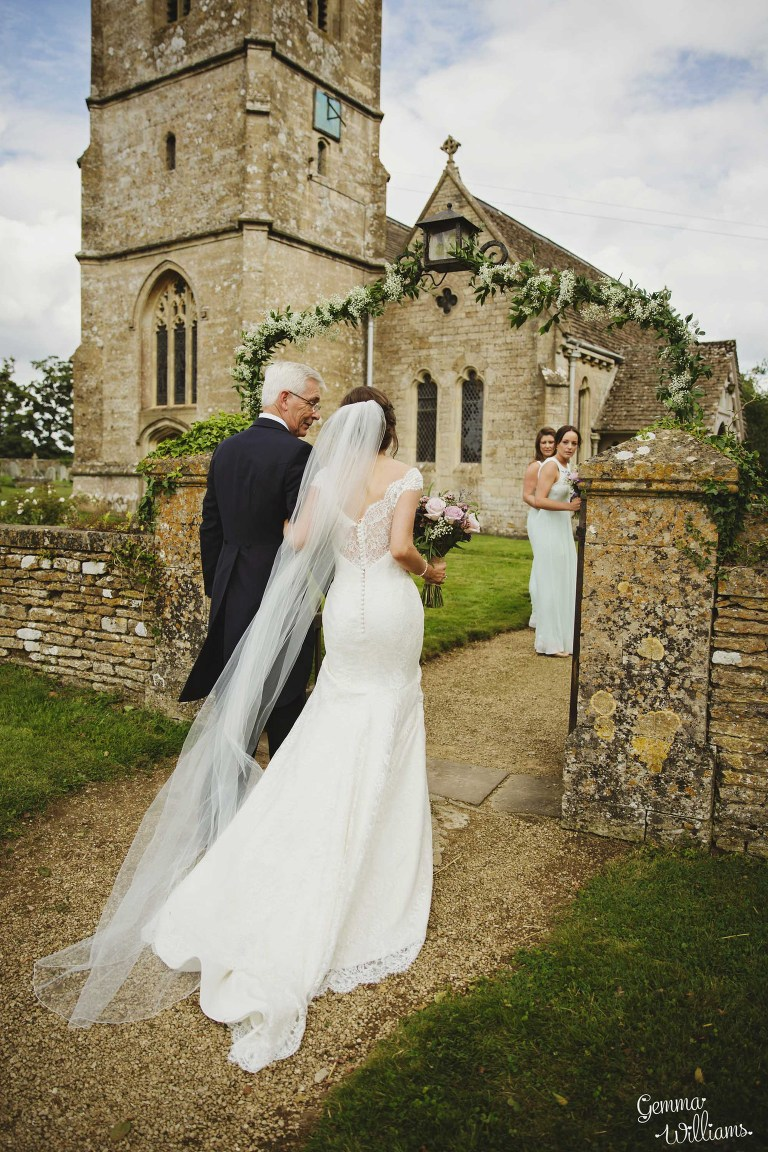 kingscote-barn-wedding-gemmawilliamsphotography_0018(pp_w768_h1152).jpg