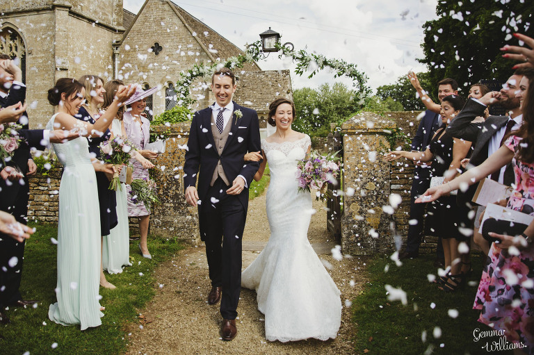 kingscote-barn-wedding-gemmawilliamsphotography_0031(pp_w768_h511).jpg