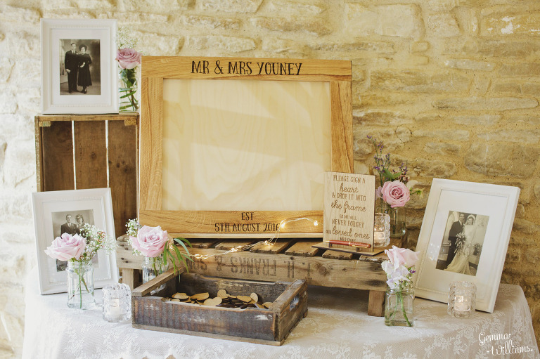 kingscote-barn-wedding-gemmawilliamsphotography_0041(pp_w768_h511).jpg