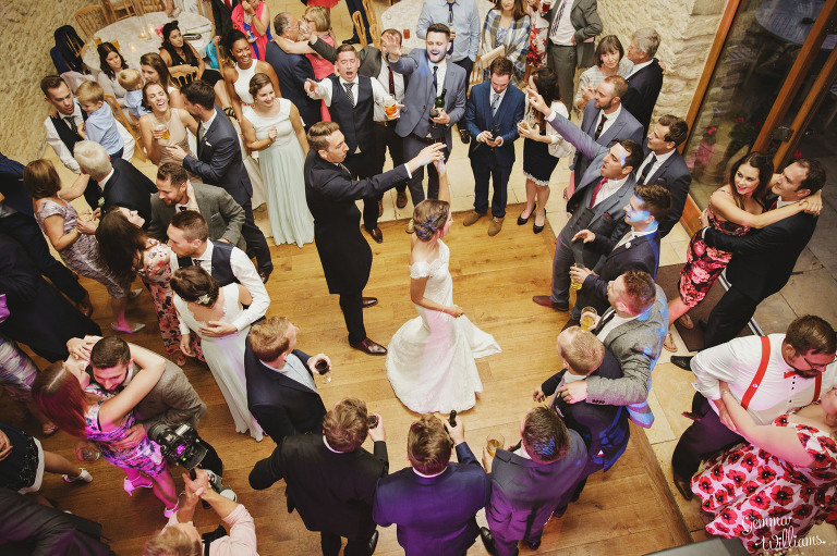kingscote-barn-wedding-gemmawilliamsphotography_0078(pp_w768_h511).jpg