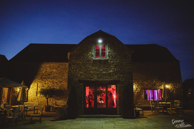 kingscote-barn-wedding-gemmawilliamsphotography_0081(pp_w768_h511).jpg