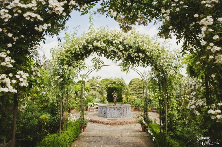 birtsmorton-wedding-gemmawilliamsphotography_0003(pp_w768_h511).jpg