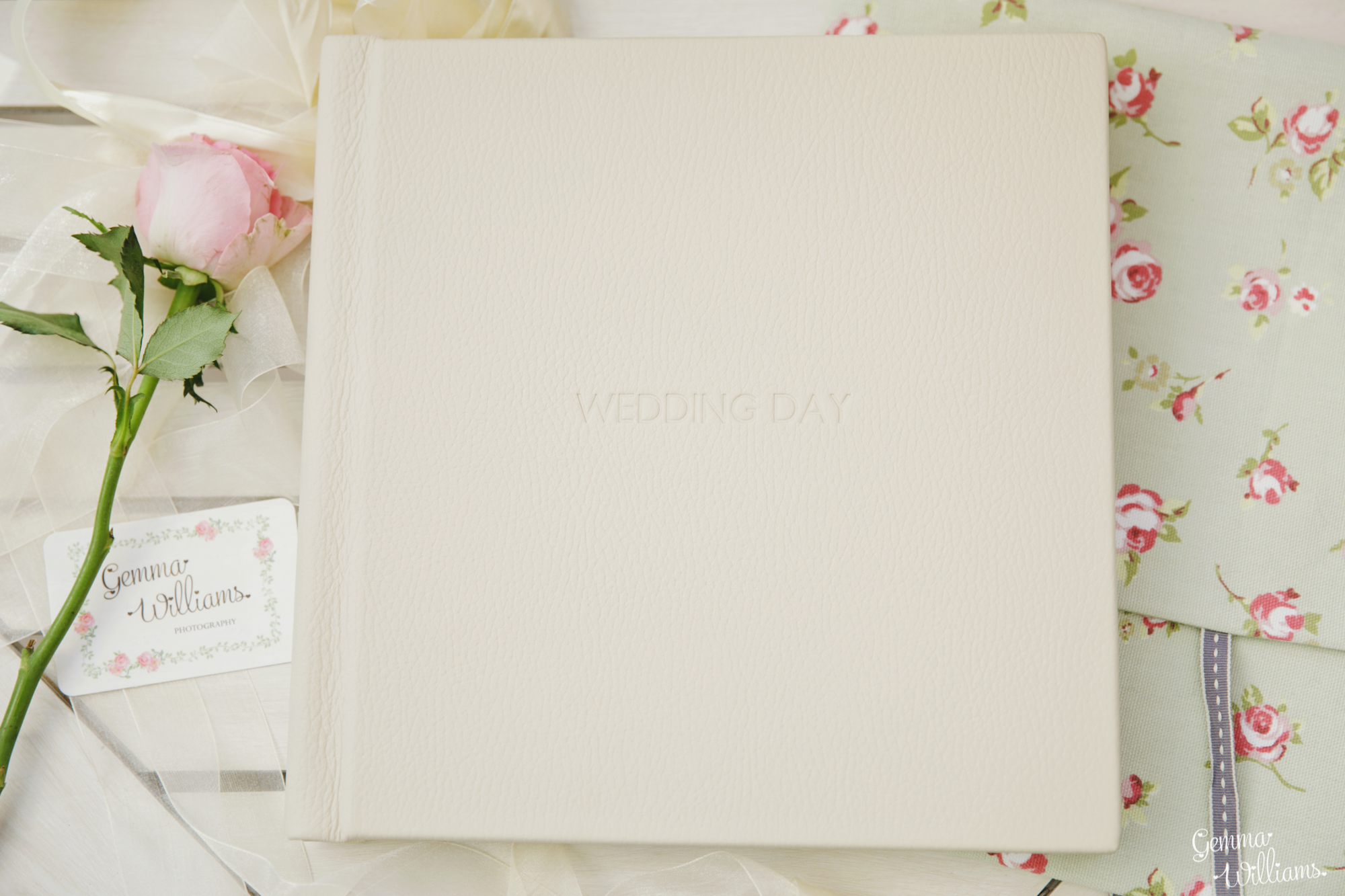 GemmaWilliamsPhotography-WeddingAlbums007.jpg