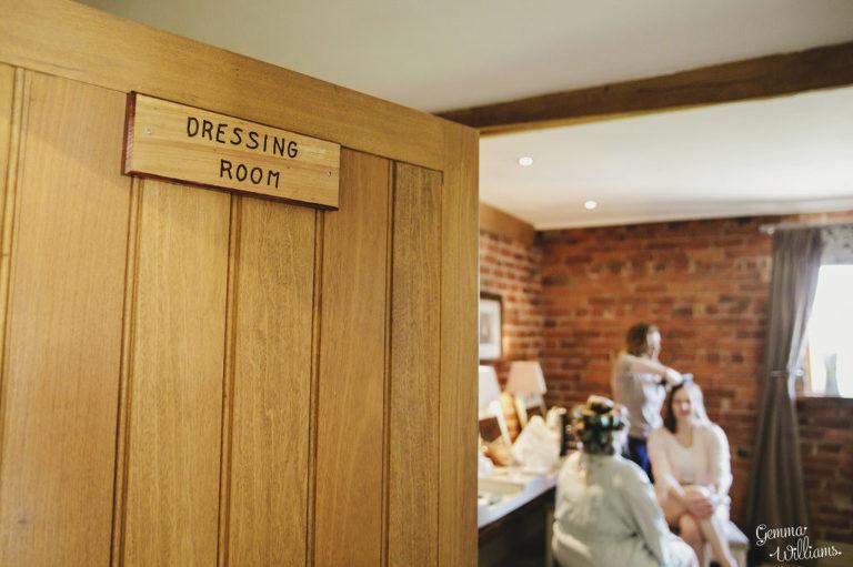 Curradine-Barns-Wedding-GemmaWilliamsPhotography008-1024x682(pp_w768_h511).jpg