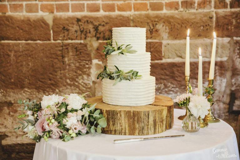 Curradine-Barns-Wedding-GemmaWilliamsPhotography041-1024x682(pp_w768_h511).jpg