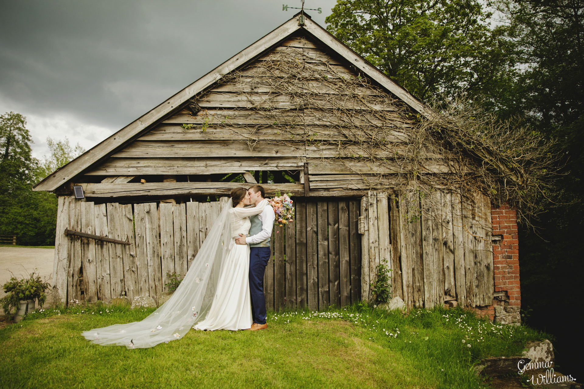 HaybarnWedding_GemmaWilliamsPhoto153.jpg