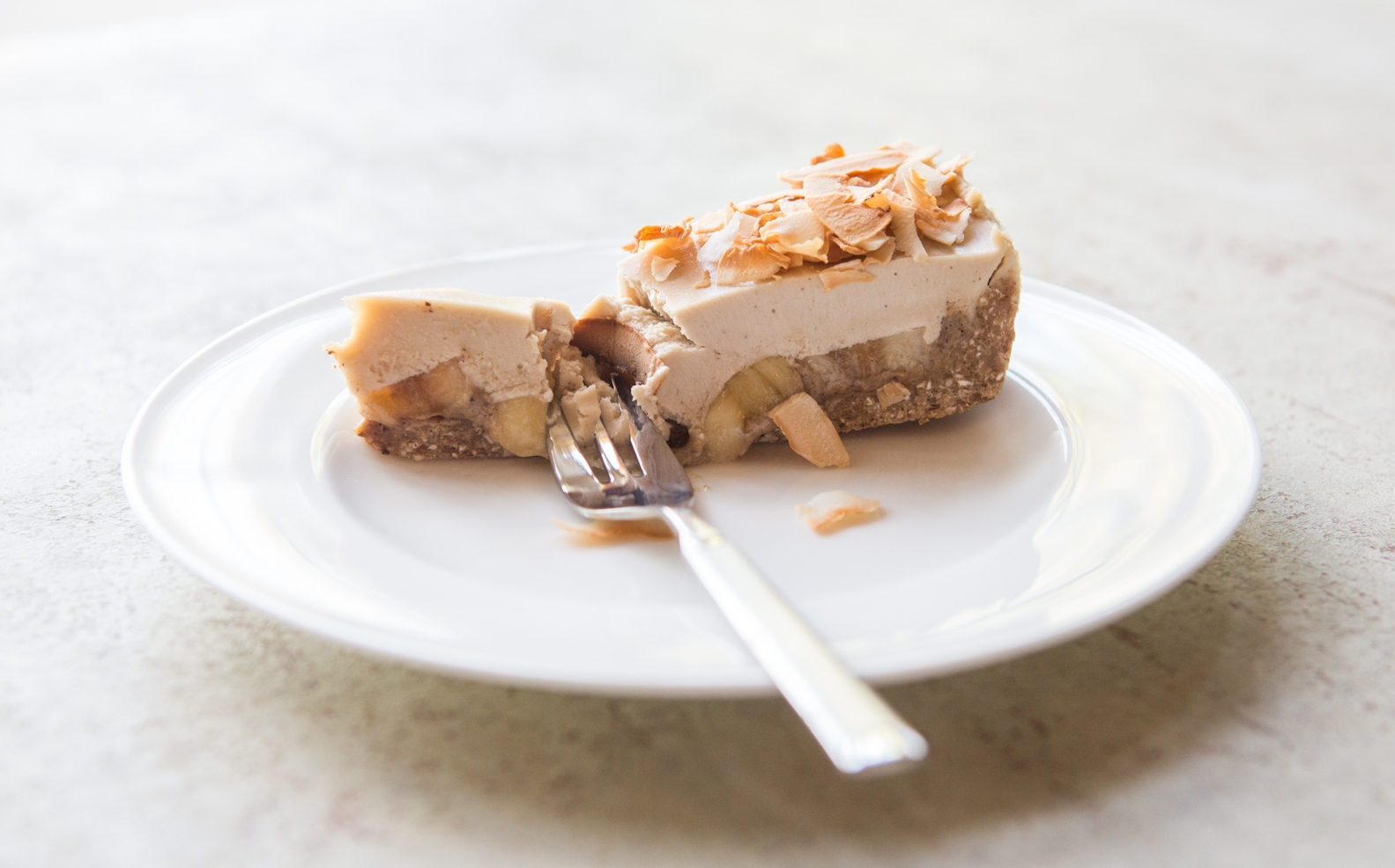 Raw banoffie pie with salted date caramel