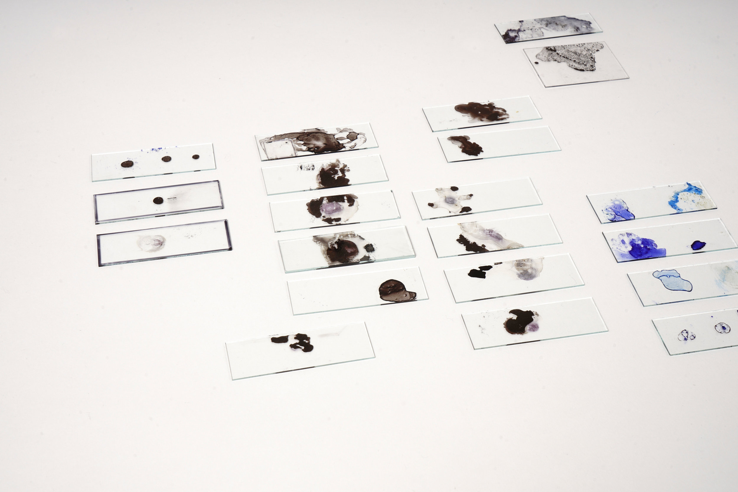 Phase 1 - Materialität - Intuitives Spiel    Autor: Vivienne Mayer Photo: Johanna Schneider; Tobias Haas