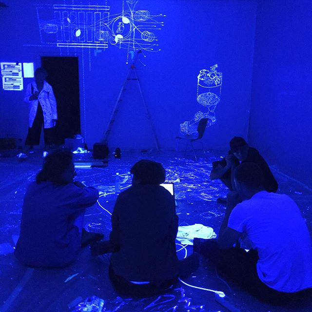 Amazing exhibition by our students at #rundgang2019 – #blacklightdrawing #firstyearuni #exhibitiondesign @abkstuttgart @arch_abkstuttgart #